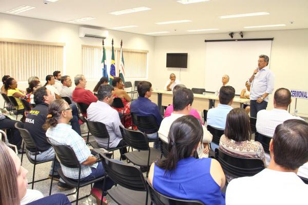 Conselheiros foram empossados em solenidade realizada no auditório da Prefeitura. - Crédito: Foto: Thiago Odeque