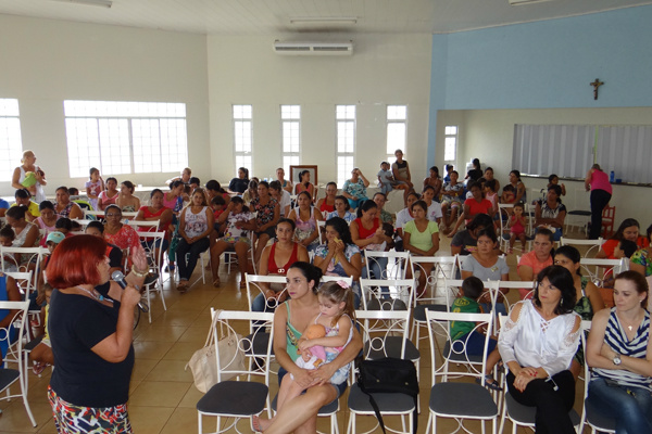 Mulheres de Laguna Carapã participam de evento de mobilização contra a violência à mulher, comemorado em 25 de novembro. - Crédito: Foto: Assessoria