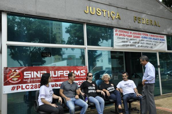 Justiça Federal está atendendo o público, mas servidores estão mobilizados em Dourados. - Crédito: Foto: Hedio Fazan