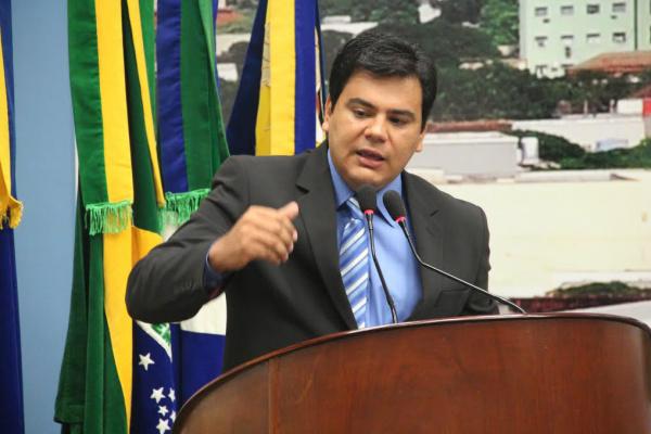 Marcelo Mourão viabiliza pavimentação em bairros. - Crédito: Foto: Divulgação
