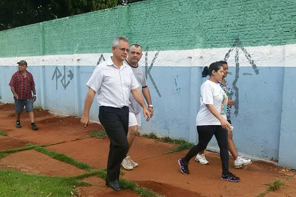 Sérgio Nogueira visita escolas. - Crédito: Foto: Divulgação