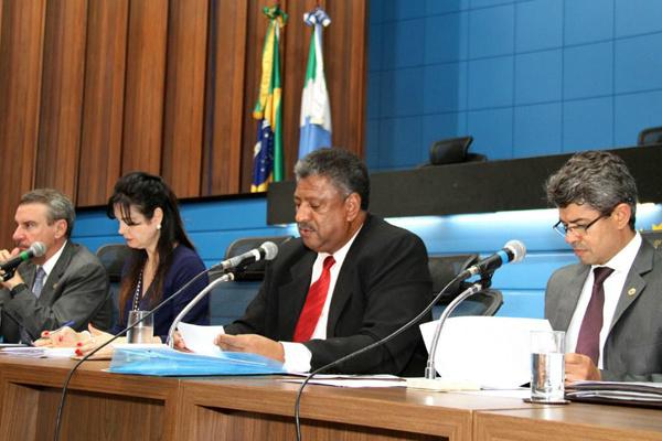Deputado João Grandão, presidente da CPI comanda reunião. - Crédito: Foto: Wagner Guimarães/AE