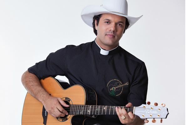 Alessandro Campos, o padre Sertanejo, se apresenta em Dourados no dia 7 de dezembro. - Crédito: Foto: Divulgação
