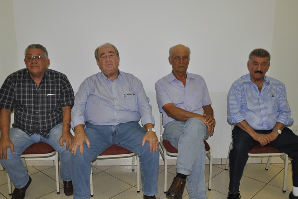 Braz, Valdenir, Humberto e Zé Elias durante reunião realizada sexta-feira em Dourados. - Crédito: Foto: Hedio Fazan