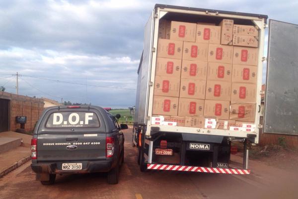 Caminhão estava abandonado às margens de rodovia em Tacuru. - Crédito: Foto: Divulgação/DOF