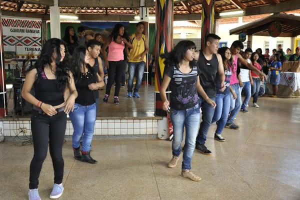 Apresentação de estudantes durante a mostra da escola Guateka. - Crédito: Foto: Hedio Fazan