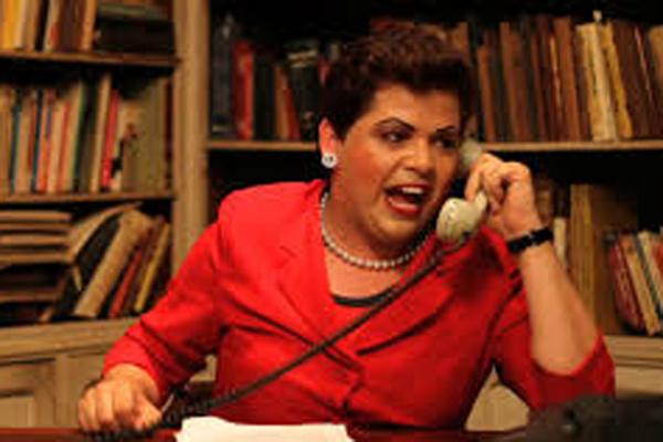 """Humorista Gustavo Mendes interpreta a presidenta Dilma Rousseff, personagem que lhe rendeu fama nacional no espetáculo """"Mais Que Dilmais"""". - Crédito: Foto: Divulgação"""