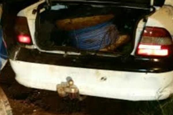 Carro acabou fechado por viatura e três foram presos em Dourados. - Crédito: Foto: Divulgação