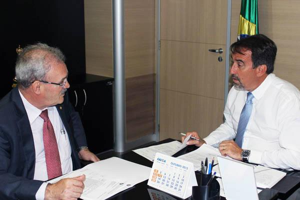 Geraldo Resende com Ministro da Integração  Gilberto Occhi. - Crédito: Foto: Divulgação