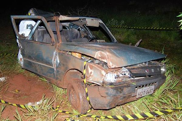 Imagem mostra a destruição de um dos veículos envolvidos em colisão que resultou na morte de 3. - Crédito: Foto: Adauto Dias/Gloria News
