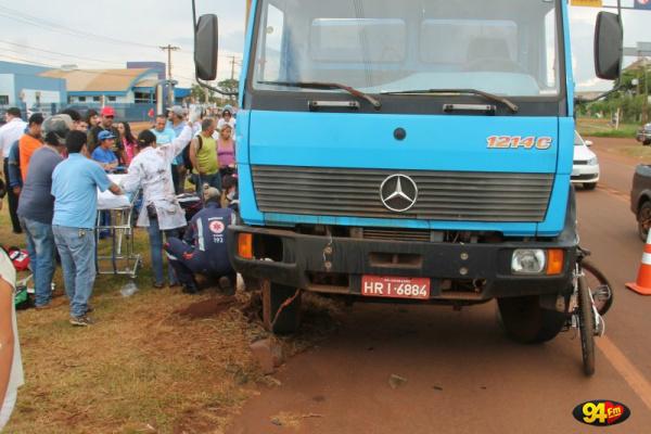 Ciclista seguia pela Rua Frei Antônio quando ao entrar na Coronel Ponciano foi atropelado por um caminhão. - Crédito: Foto: 94 FM