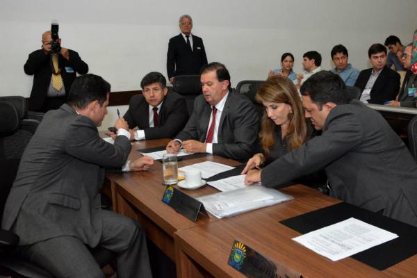 Deputados durante a sessão ordinária de ontem da Assembleia. - Crédito: Foto: Victor Chileno/ALMS