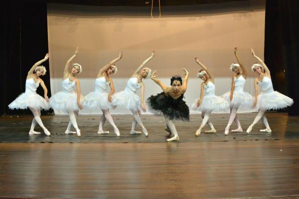 """Espetáculo """"A Magia do Cinema"""" do Studio Blanche Torres em Dourados traz 20 coreografias de balé clássico, street dance, dance hall  e jazz. - Crédito: Foto: Marcos Ribeiro"""