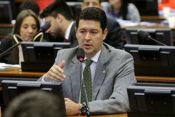 Betinho Gomes diz que objetivo é dar segurança jurídica ao processo eleitoral. - Crédito: Foto: Lucio Bernardo Jr/Câmara dos Deputados
