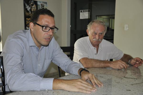 Médicos Júlio Croda e Zelik Trajber  estão preocupados com a falta do exame PPD. - Crédito: Foto: Hedio Fazan