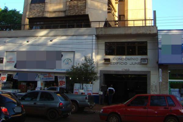 Prédio no centro de Dourados foi vítima da ação de bandidos que estouraram sala e praticaram furto. - Crédito: Foto: Divulgação