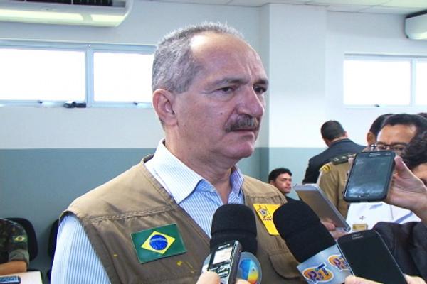 Ministro da Defesa Aldo Rebelo  esteve em Dourados para conhecer instalações do Sisfron. - Crédito: Foto: Hedio Fazan