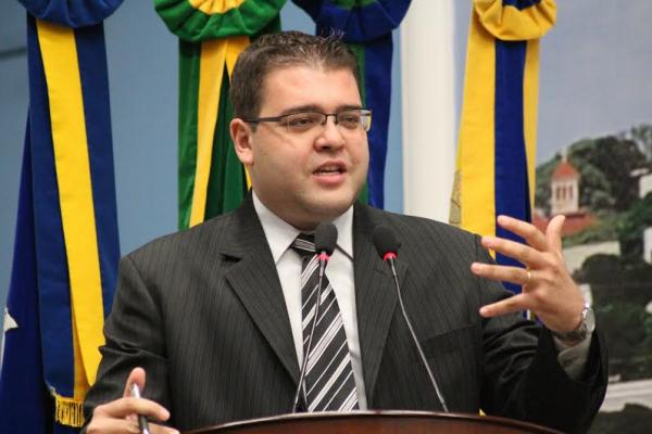 Vereador Alan Guedes cobra aferição do parquímetro. - Crédito: Foto: Divulgação