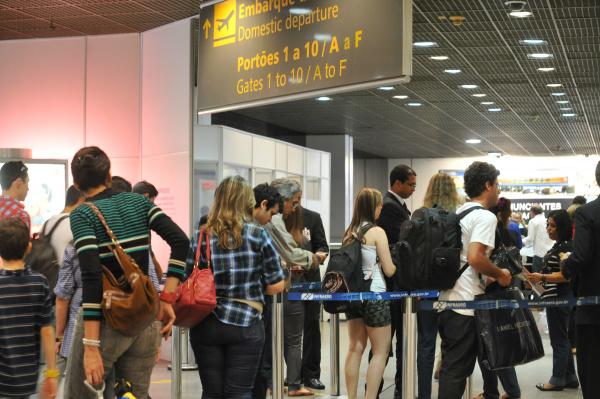 A demanda por transporte aéreo no Brasil vem caindo no segundo semestre do ano. - Crédito: Foto: Elza Fiúza/ Agência Brasil