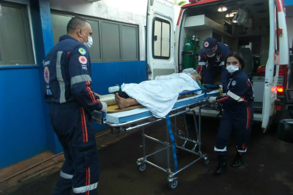 Irmãos foram socorridos e encaminhados ao Hospital da Vida. - Crédito: Foto: Cido Costa