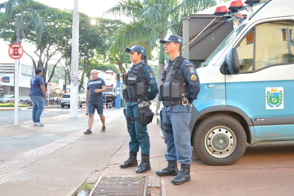 Policiamento já pode ser visto na área central de Dourados e terá reforço de policiais e estratégias. - Crédito: Foto: Marcos Ribeiro