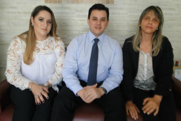 Karoline Alves, Alberi Rafael e Cristina Oliveira ontem em  O Progresso. - Crédito: Foto: Marcos Santos
