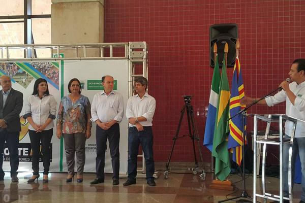 Prefeita de Novo Horizonte do Sul Nilza Ramos, representa os gestores do Estado em evento que destacou melhores equipes. - Crédito: Foto: Assessoria