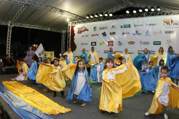 Escolas municipais se apresentam no Dourados Brilha e serve como estimulo no desenvolvimento cultural das crianças. - Crédito: Foto: Chico Leite