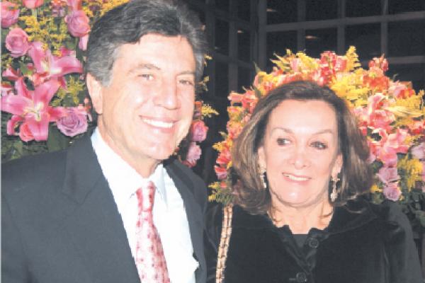 Prefeito Murilo Zauith e a primeira-dama de Dourados, Cecília Zauith. - Crédito: Foto: Hédio Fazan