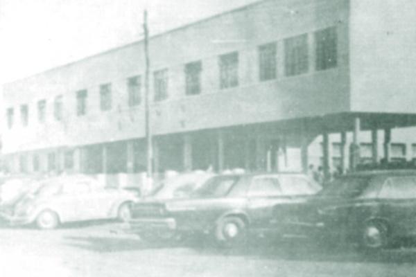 Foi inaugurada em 1955, e que o primeiro diretor foi o professor Celso Muller do Amaral? Que a primeira participação da escola em desfile de setembro aconteceu em 1956? E que choveu muito nesse dia? Como não havia asfalto na Avenida Marcelino Pires, os sa -