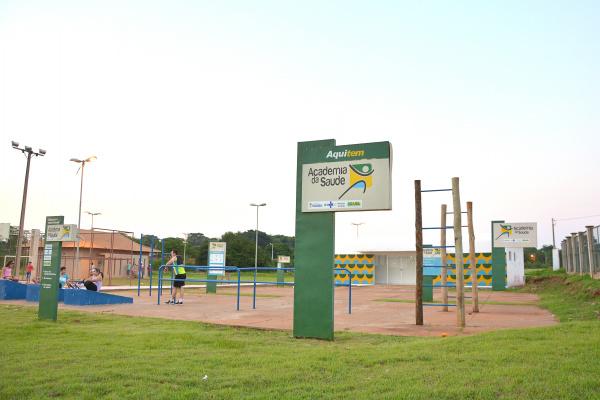 O parque também tem uma Academia da Saúde, para o incentivo de atividades físicas, quadras, lago, deck e ampla área verde. - Crédito: Foto: Marcos Ribeiro