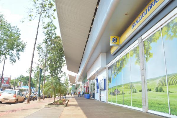 Região central de Dourados ganhou um novo impulso na economia com a instalação do Shopping Avenida Center, em 2006. - Crédito: Foto: Marcos Ribeiro