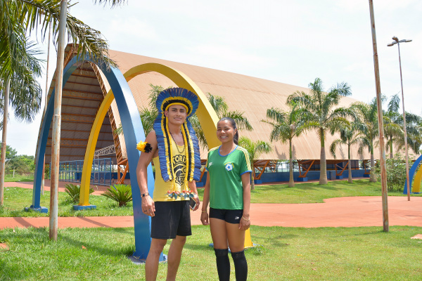 Indígenas de Dourados, Rocleiton Ribeiro Flores e Lia Oliveira de Souza, encontraram no esporte o caminho de vencer na vida. - Crédito: Foto: Marcos Ribeiro
