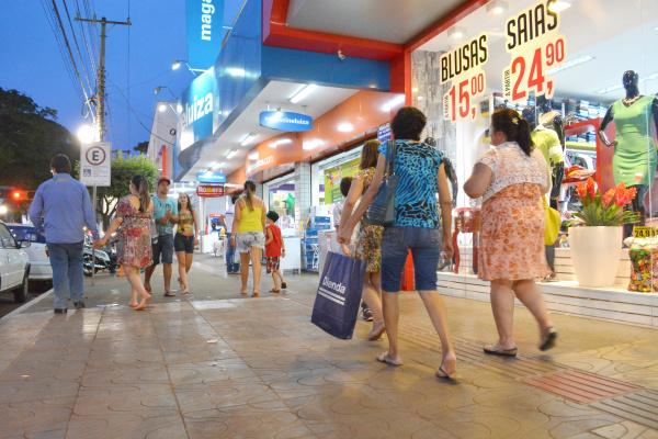 Comerciantes de Dourados entram na reta final de campanha de Natal e torcem para o aquecimento das vendas. - Crédito: Foto: Marcos Ribeiro