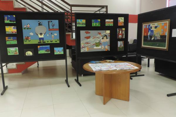 Telas produzidas por estudantes de Ponta Porã mostram o  que eles aprenderam sobre a exploração do trabalho infantil. - Crédito: Foto: Divulgação