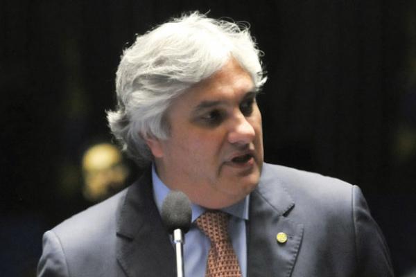 Líder do governo no Senado, Delcídio do Amaral, fala à imprensa no Congresso Nacional. - Crédito: Foto: Wilson Dias/Agência Brasil