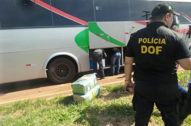 Na manhã de ontem, policiais fizeram barreira preventiva e ostensiva na rodovia federal BR-463. - Crédito: Foto: Cido Costa/Dourados Agora