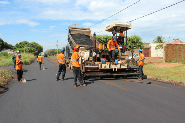 Obras de pavimentação poderão ser retomadas nos próximos dias em 9 bairros de Dourados. - Crédito: Foto: Divulgação