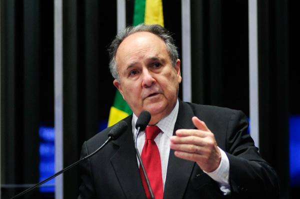 Buarque destaca a importância de sua proposta constitucional. - Crédito: Foto: Pedro França/Agência Senado