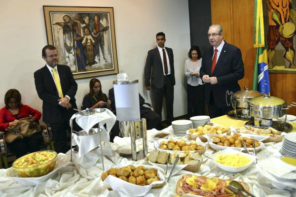 Eduardo Cunha, presidente da Câmara, durante café da manhã, ontem, com jornalistas. - Crédito: Foto: Wilson Dias/Agência Brasil