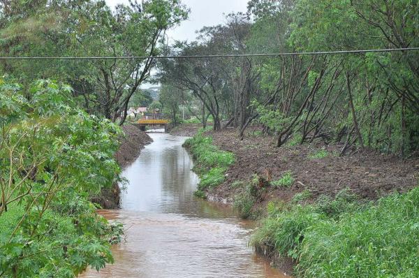 Prefeitura limpa canais de córregos e faz asfalto e drenagem e acaba com alagamentos em Dourados. - Crédito: Foto: Arquivo