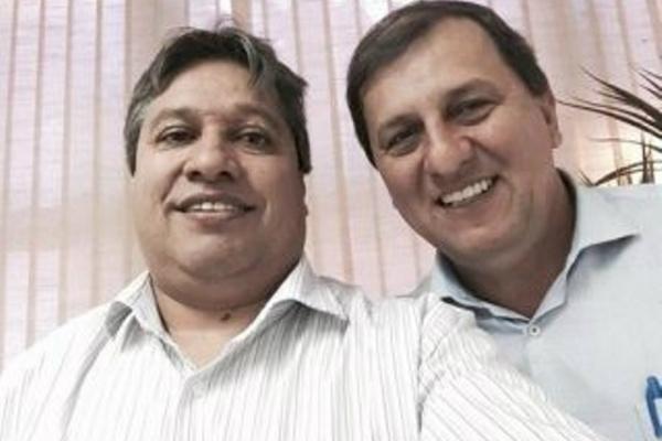 """Dorival Betini e Sérgio de Paula em """"selfie"""" na Casa Civil. - Crédito: Foto: Divulgação/Arquivo Pessoal"""