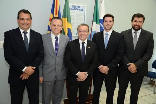 Nova diretoria da OAB/MS, com o Mansour ao centro. - Crédito: Foto: Divulgação