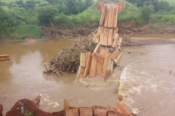 Localizada na MS-382, a ponte liga a cidade a Antônio João, no sul do Estado, e dá acesso aos assentamentos Retirada da Laguna e Rio Feio. - Crédito: Foto: Ademir Souza Almeida