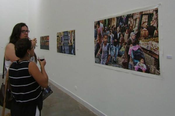 Trabalho do artista plástico Geraldo Melo, que expõe fotografias marcadas pela diferenciação de cores no Museu de Arte Contemporânea de Mato Grosso do Sul. - Crédito: Foto: Elvio Lopes