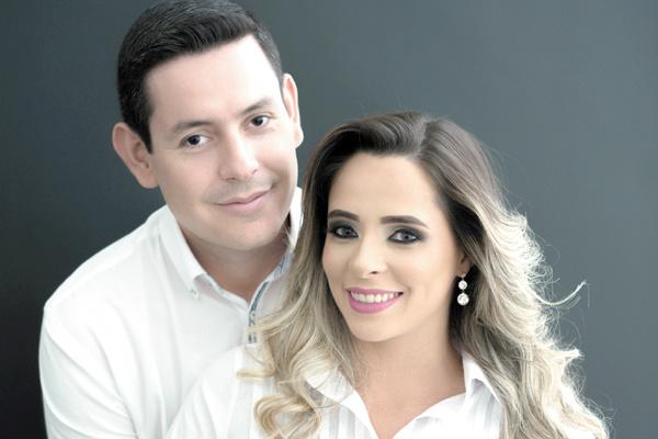 Casaram-se no dia 26 de dezembro, na Igreja Presbiteriana de Dourados, Jackeline Neres e Felipe Bellucci, ambos residem em Brasília, mas são naturais de Dourados. Jackeline é mestranda na Universidade de Brasília - Crédito: Unb