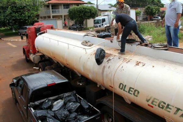Bombeiros e agentes da Polícia Civil efetuaram a retirada de 540 quilos de maconha. - Crédito: Foto: Cido Costa/Dourados Agora