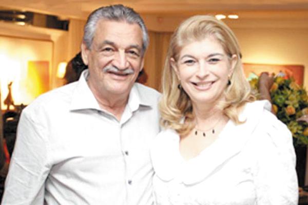 Destaque ao casal desembargador dr. Joenildo Chaves e sra. Clarice Maciel, e agradeço ao orginal e lindo presente desejando-lhes um Feliz Ano Novo. -