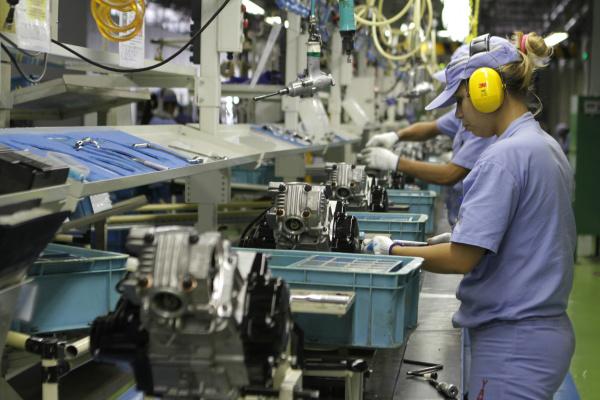 Feriados em dia de semana paralisam as atividades ou impõem custos trabalhistas dobrados às indústrias. - Crédito: Foto: Reprodução