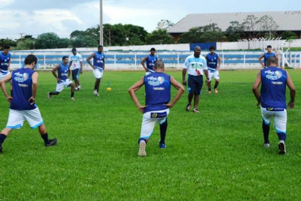 Time do Ivinhema treinando para o Estadual; adiamento deixou alguns clubes insatisfeitos com a FFMS. - Crédito: Foto: Divulgação